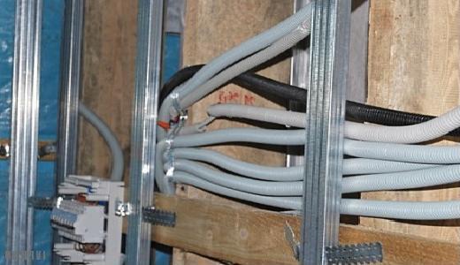 Гофры с проводами под гипсокартоном