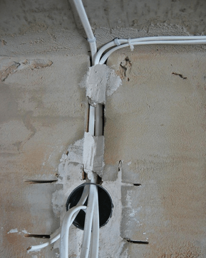 монтаж скрытой распределительной коробки в бетон