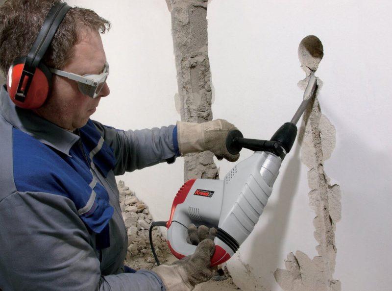 Штробление стен под кабель